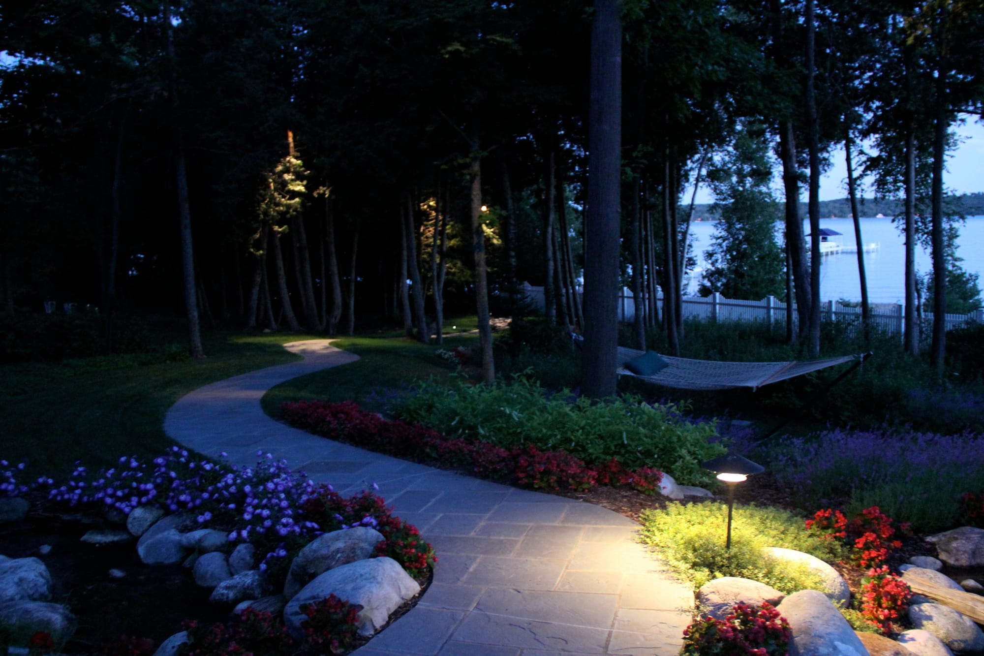 landscape lighting experts - Drost